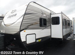 New 2018  Jayco Jay Flight 32BHDS by Jayco from Town & Country RV in Clyde, OH