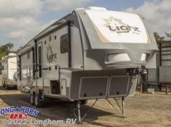 Used 2017  Highland Ridge Light Fifth Wheel LF293RLS by Highland Ridge from Longhorn RV in Mineola, TX