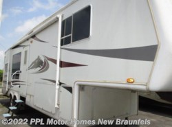 Used 2004  Keystone Everest 293 by Keystone from PPL Motor Homes in New Braunfels, TX