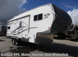 Used 2015  Northwood Silver Fox Edition 27-5L by Northwood from PPL Motor Homes in New Braunfels, TX