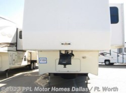 Used 2003  Carriage Cameo 35KS3 by Carriage from PPL Motor Homes in Cleburne, TX