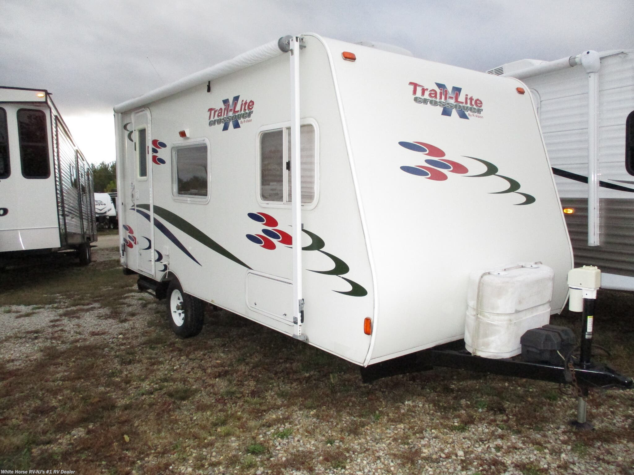2007 R-Vision Trail-Lite Crossover 189QB Front East-West Bed