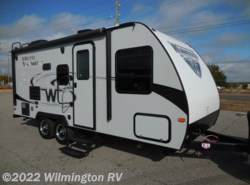 Used 2018  Winnebago Micro Minnie 2106 DS by Winnebago from Wilmington RV in Wilmington, NC