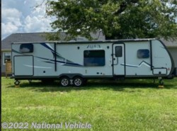 Used 2017  Coachmen Apex Ultra Lite 300BHS