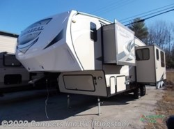Used 2017  Coachmen Chaparral 28RLS by Coachmen from Campers Inn RV in Kingston, NH