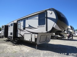 Used 2015  Keystone Montana High Country 356BH by Keystone from Crossroads Trailer Sales, Inc. in Newfield, NJ